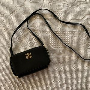 Liz Claiborne phone-charging purse for iPhone